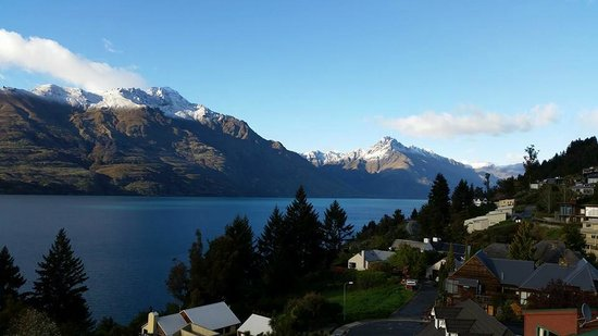 Mercure Resort Queenstown: The view when you look to the right side...