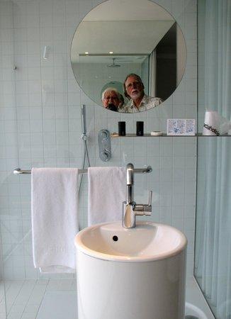 Hotel Acta Mimic: Open Shower