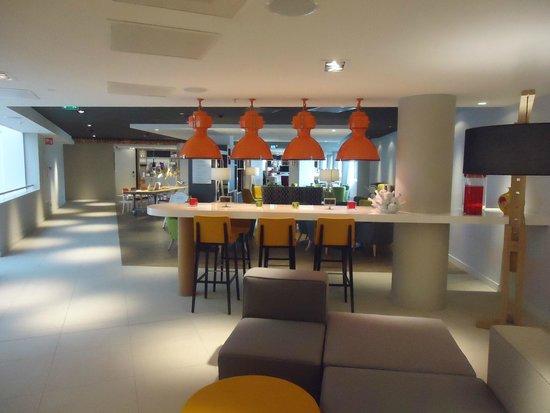 Holiday Inn Amsterdam - Arena Towers: RESTAURANTE E BAR