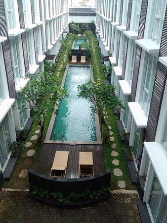 Vista desde el restaurante a las piscinas