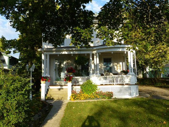 Accommodations Niagara Bed and Breakfast: Charming B & B