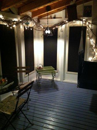 Johnnycake Flats Inn: The porch at night