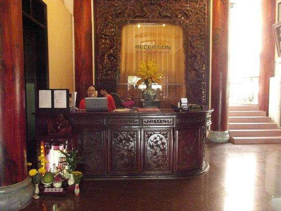 Van Loi Hotel: reception