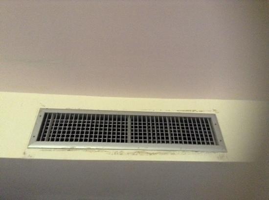 Ao Nang Baan Suan Resort: Mouldy aircon that didn't work