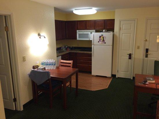 Residence Inn Phoenix Chandler/Fashion Center: Kitchen