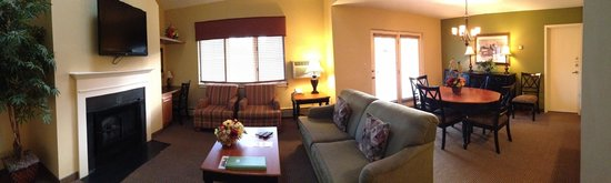 Holiday Inn Club Vacations Mount Ascutney Resort: Living room in unit