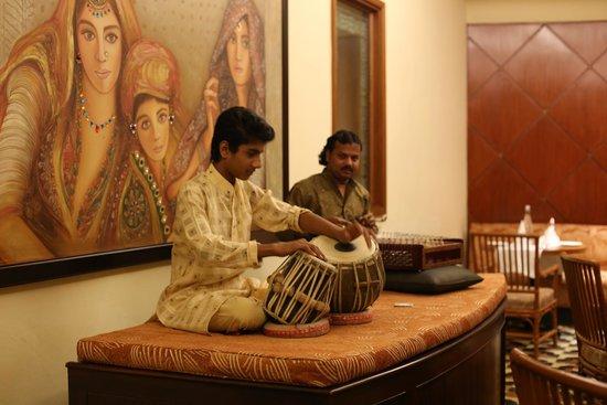 Vivanta by Taj - Hari Mahal, Jodhpur: Band paying great music in the restaurant