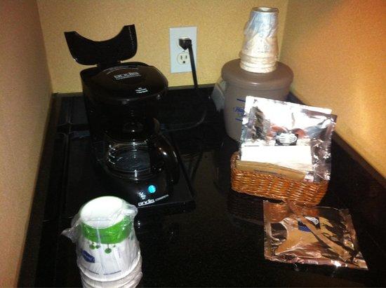 Hampton Inn Loveland: In-room coffee