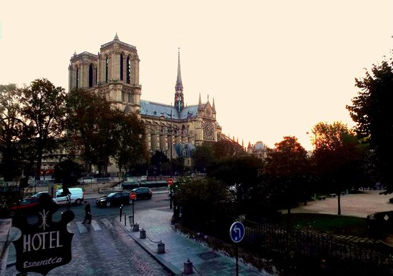 Esmeralda Hotel: Waking up to the sound of Notre Dame bells