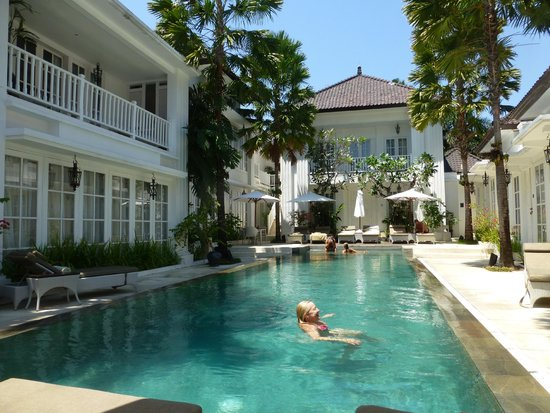 The Colony Hotel Bali: Sitting down for breakfast