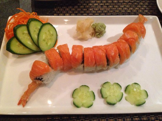 Whitebark Restaurant, Bar & Lounge: Custom salmon roll