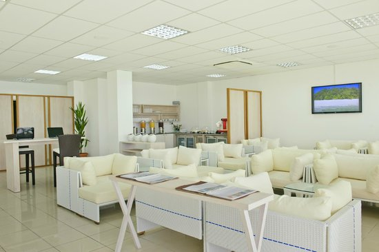 Kuramathi Island Resort: Airport Lounge