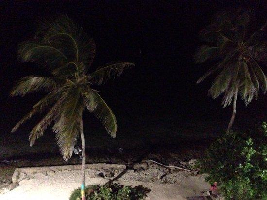 Hotel Tiuna: Vista de noche