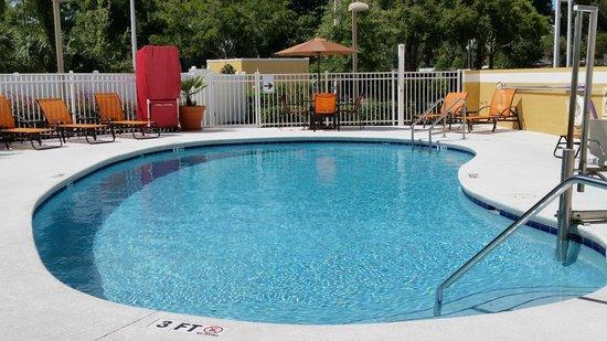 Hampton Inn and Suites Ocala: Pool area