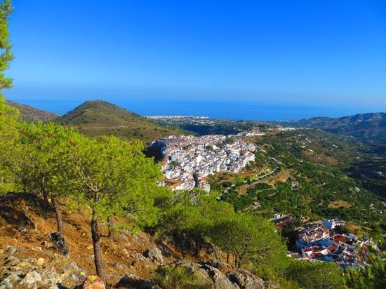 View of Frigiliana with the town of Nejra and the Mediterranean Sea in the background.
