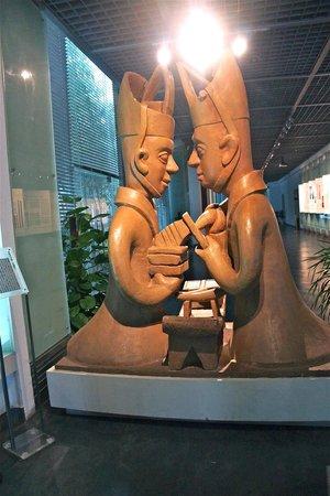 Changsha Bamboo Slips Museum: Statue