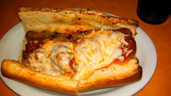Stromboli's Pizzeria: Stromboli