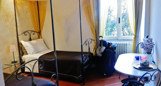 Light Of Rome B&B: Our room with two single beds