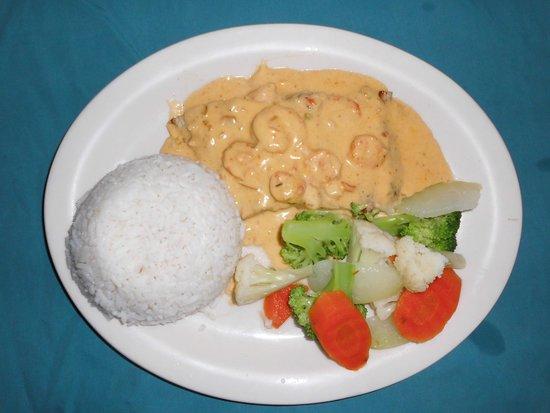Jungle Surf: Mahi-Mahi with shrims sauce