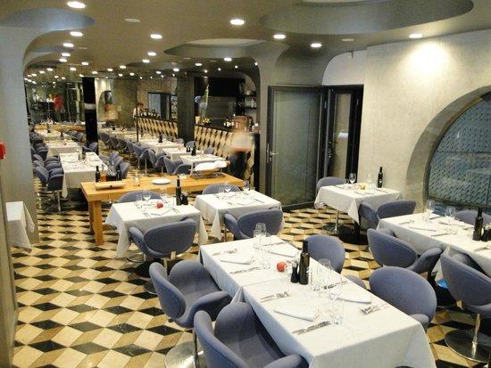 Vander Urbani Resort : Breakfast hall + restaurant