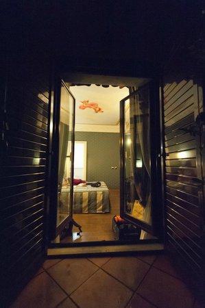 La Lumiere di Piazza di Spagna: Balcony into room