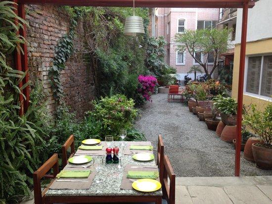 Café Mitra: Garden Courtyard