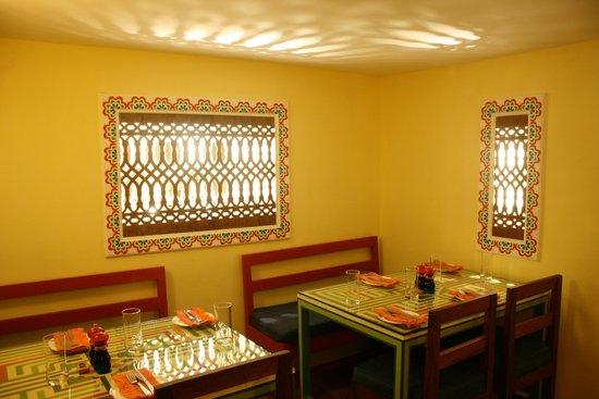 Cafe Mitra: Café Dining Rom