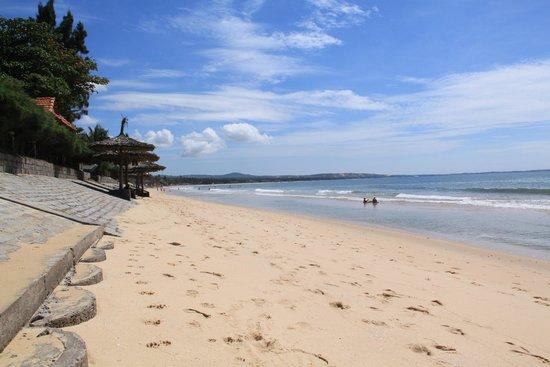 Sunrise Resort: пляж