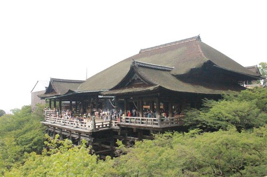 معبد كيوميزو: Vista frontal de la sala