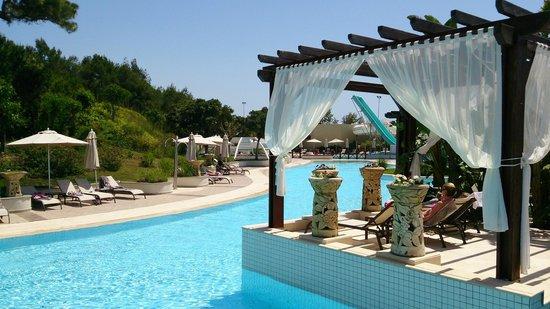 Ela Quality Resort Belek: бассейнов много и они большие. Вода подогревается
