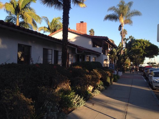 Casa Del Mar: Street view, great location !!