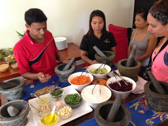 Phuket Cleanse: Chef Mukesh showing how to prepare noodles