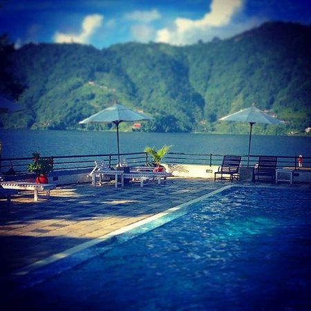 Waterfront Resort Hotel: Bliss from the swimming pool