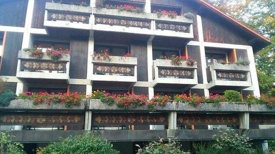 Europarkhotel International: ホテルの外観。お花が綺麗です。