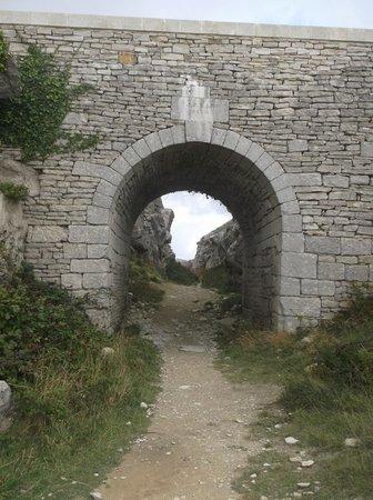Tout Quarry Sculpture Park and Nature Reserve: arch