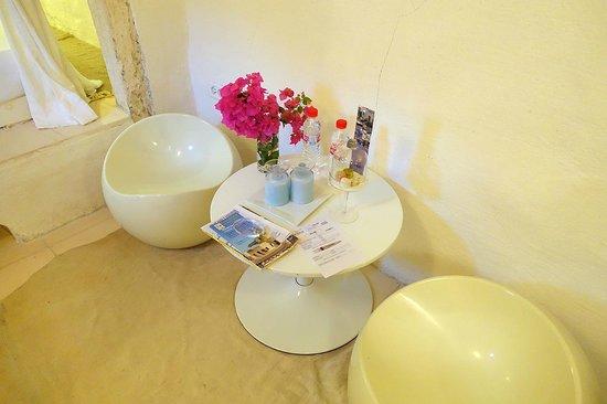 Dar Bibine: Our coffee table inside the room