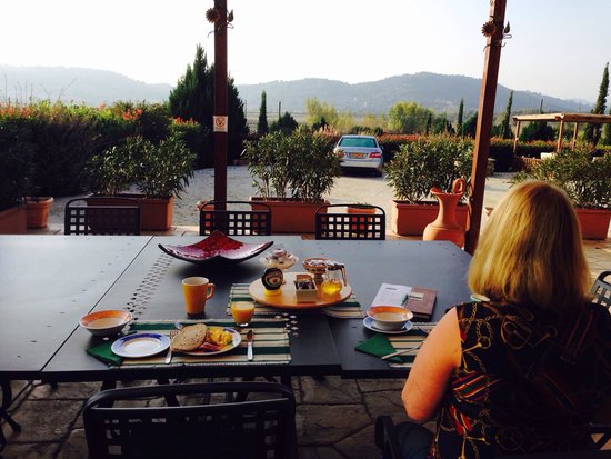 Castiglione della Valle, Italien: Ontbijt met uitzicht op het dal