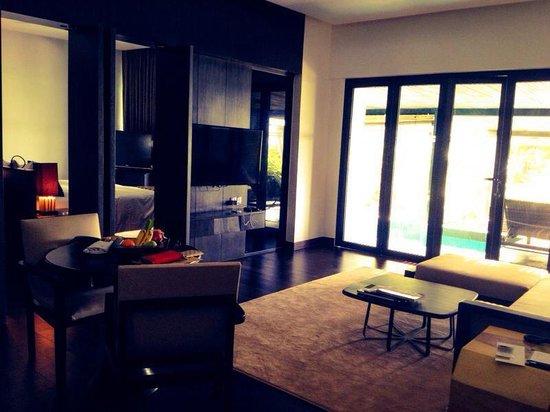 Exec pool suite living area