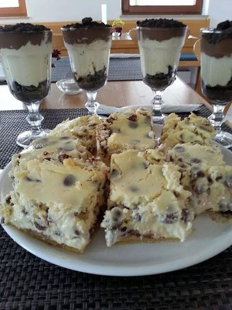 Hoserer Rolly´s American Diner: Oreo Cheesecake and Cheesecake with chocolate chunks