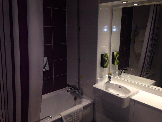 Premier Inn Liverpool City Centre (Moorfields) Hotel: Bathroom