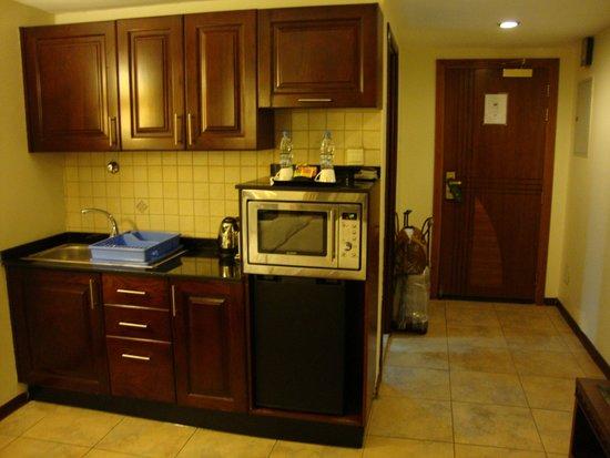 Tulip Inn Sharjah: мини-кухня
