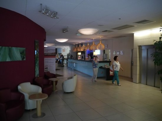 Holiday Inn Express Marseille-Saint Charles: Reception area