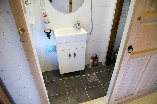 Gongsimga Guesthouse : bathroom