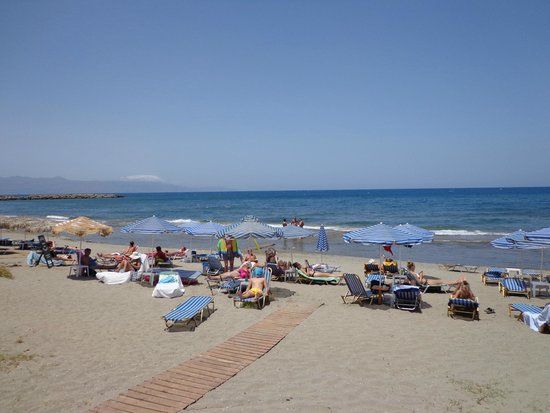 Ermis Suites: Lovely Beach in front of the hotel
