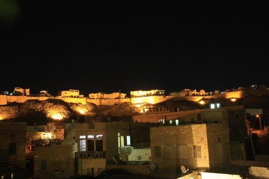 Mystic Jaisalmer Hotel: Jaisalmer Fort at night