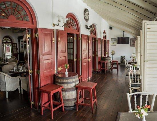 Royal Bar & Hotel Restaurant: Verandah