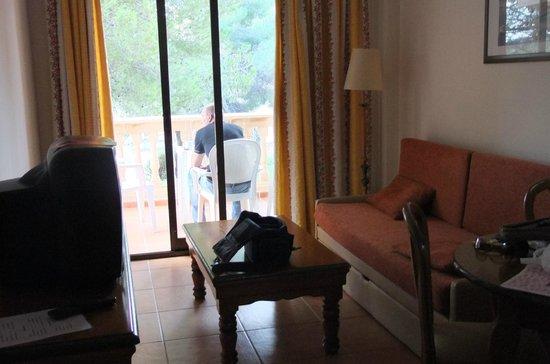 Hotel Seramar Sunna Park: zitkamer/balcon