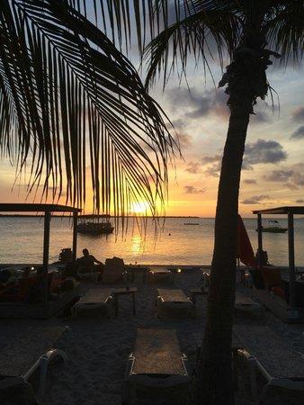 إيدن بيتش ريزورت: sunset