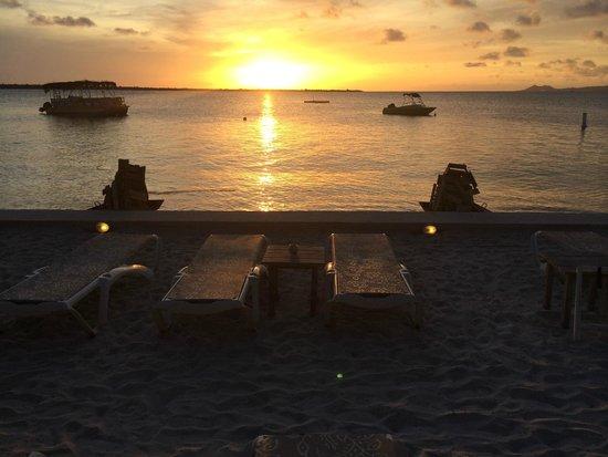 Eden Beach Resort: Sunset