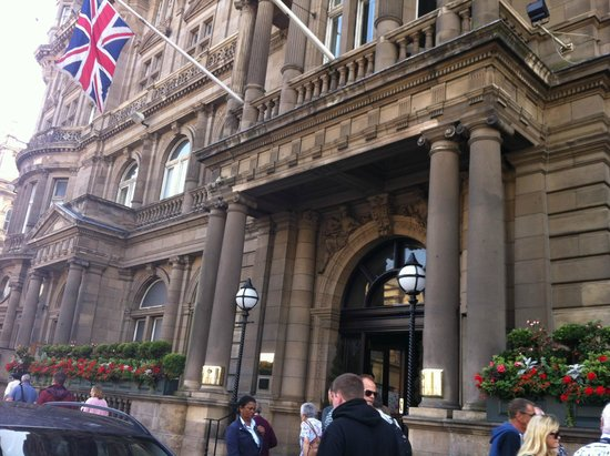 The Balmoral Hotel: Front entrance